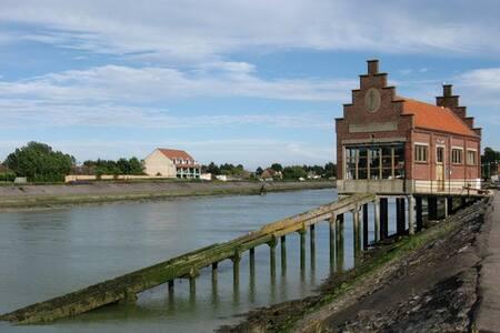 Maison (sans cour) ~centre ville de Gd-ft-Philippe - Grand-Fort-Philippe
