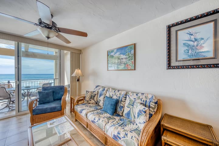 Breezy condo w/ stunning ocean views, WiFi, shared pool and hot tub!