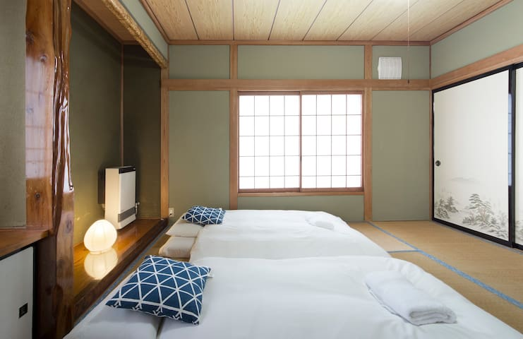 Japanese style room, 4 beds next to ski chairlifts