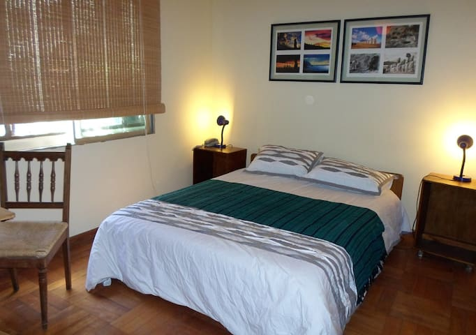 Confortable room walking dist to parks & downtown