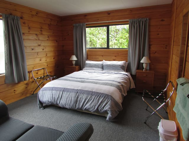 Nikau Rise Bed and Breakfast - Bellbird room - Greymouth - Wikt i opierunek