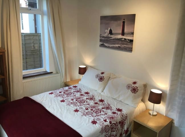 Leigh Road Room Only - Various Rooms Available