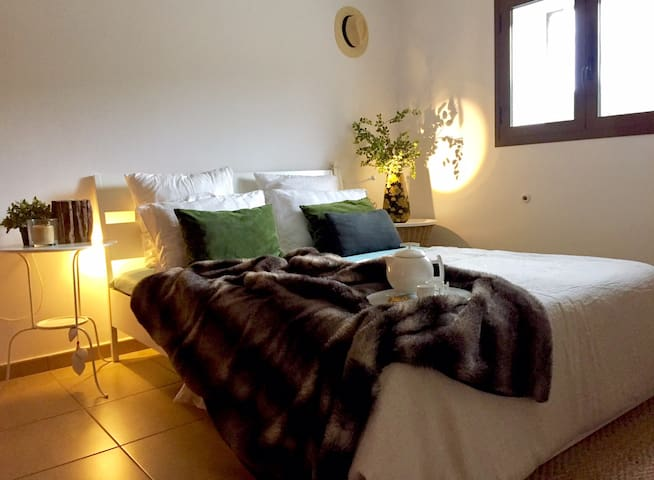 PRIVATE ROOM IN IBIZA - Sant Antoni de Portmany - Huis