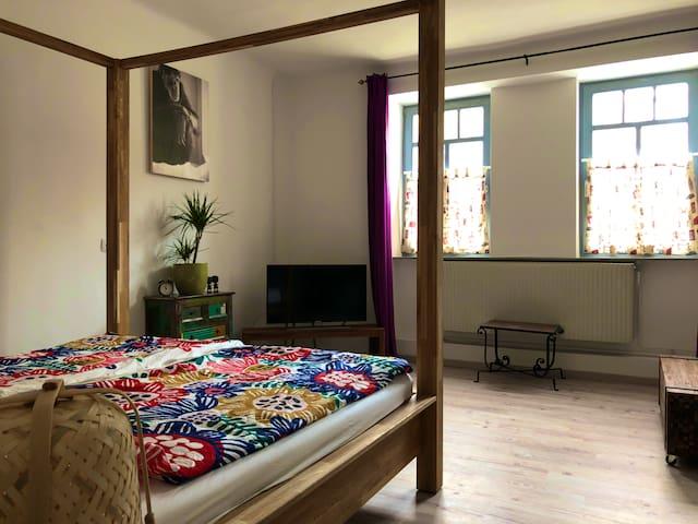 Schlaf-/Wohnzimmer / Bedroom & living room