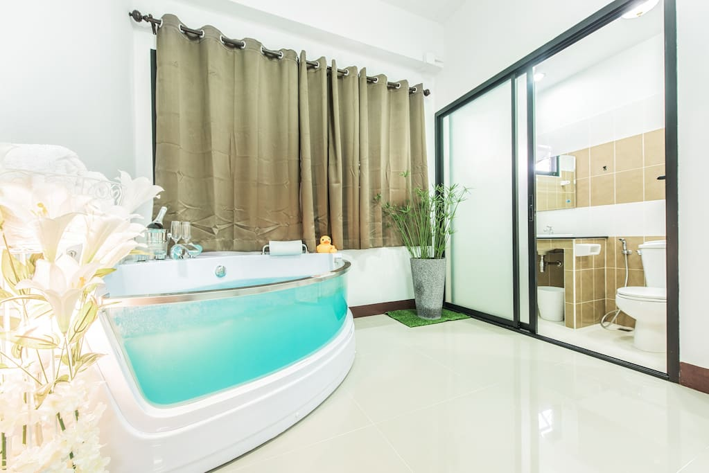 large jacuzzi bath in fancy house at nimman 17. Black Bedroom Furniture Sets. Home Design Ideas