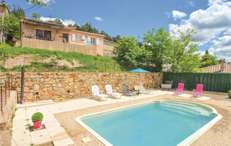 Holiday cottage with 3 bedrooms on 98m² in Bordezac