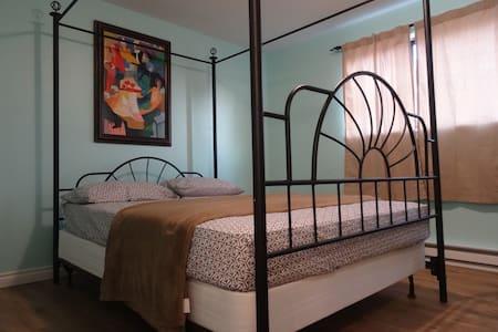 Cozy 2bd Condo: Fast Internet & HBO - Auburn - Apartament
