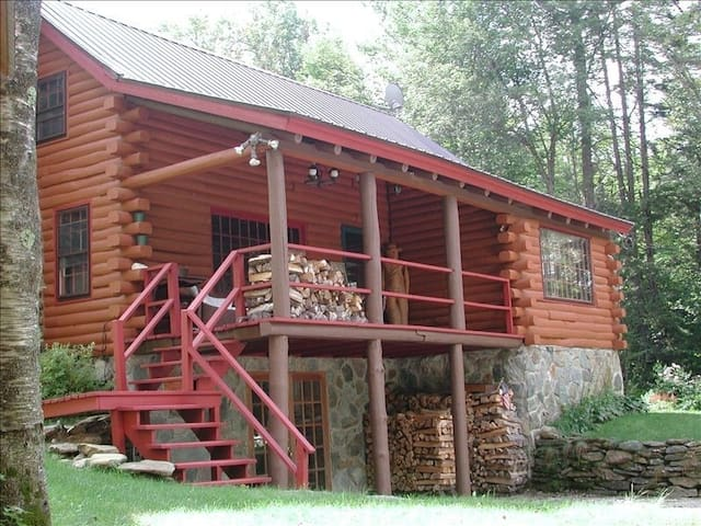 Vintage and Charming Mountain Log Cabin - Stratton - Hus