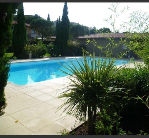 Joli T2 avec jardin, piscine, parking à Perpignan