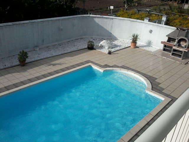Studio haut de villa avec piscine - Saint Andre - Casa