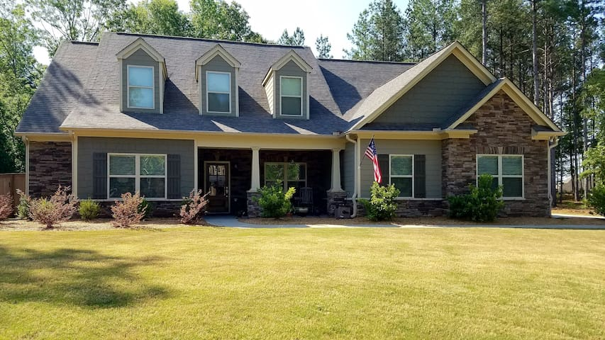 Beautiful home located just 11 miles from UGA!!!