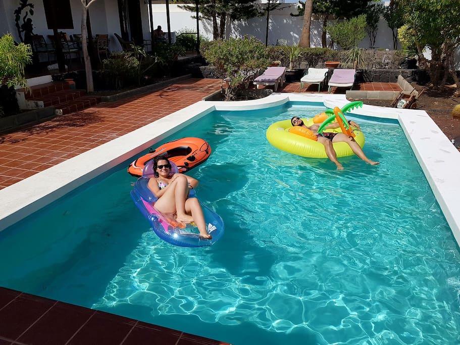 Refrescante piscina para disfrutar