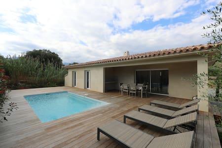 villa neuve clim/piscine chauffée (classée****) - Zonza - Hus