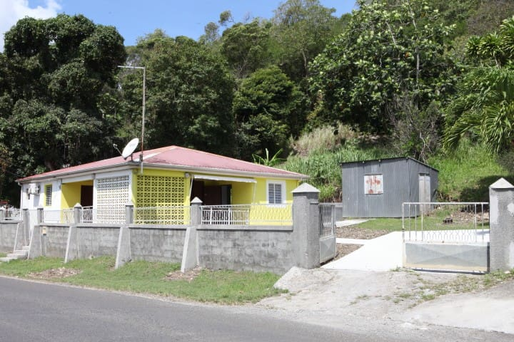 Maison typique proche de l'aéroport