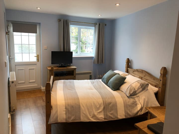 Entire Guest Suite near Anne Hathaway's Cottage