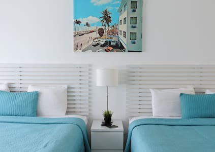 Oceanfront Building - Double King Kitchenette - Fort Lauderdale