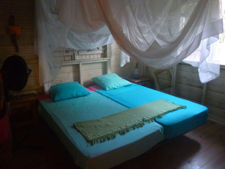 Une des deux chambres.