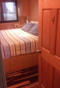 Innfinity - King Room 4 - All Inclusive Non-Motor - Boat