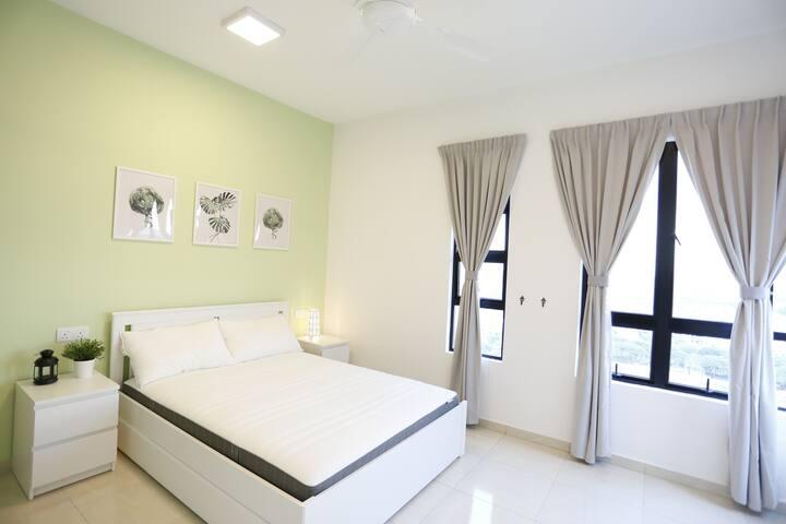 【HOME CUBE】Cozy Room 1  Aeon Bukit Indah/Free WiFi