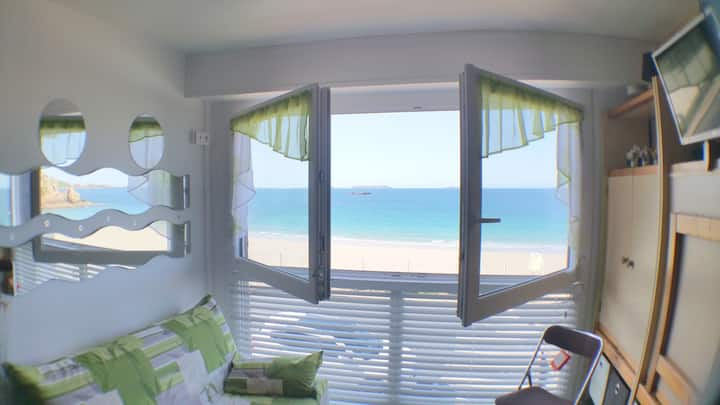 STUDIO GRAND CONFORT . VUE PANORAMIQUE SUR MER