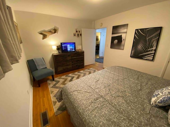 Your 2 Bedroom Destination Minutes frm North Shore