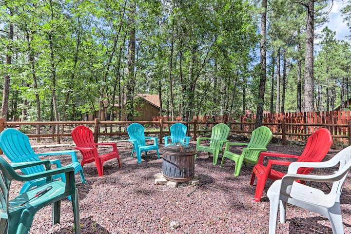 Central Pinetop Getaway: Golf, Hike & Ski Nearby!