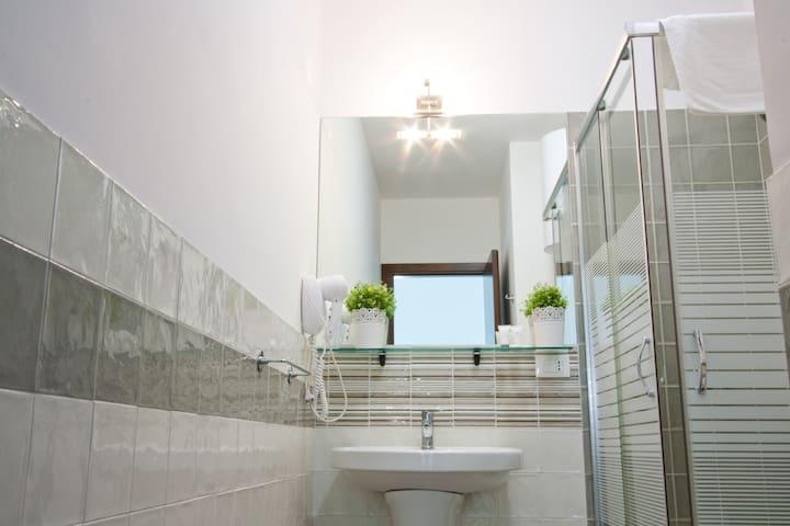 Bagno 1° piano con doccia