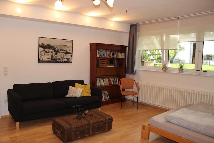 Moderne, ruhige Wohnung mit Gartenblick