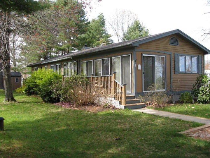 Cozy cottage close to beach and local attractions!