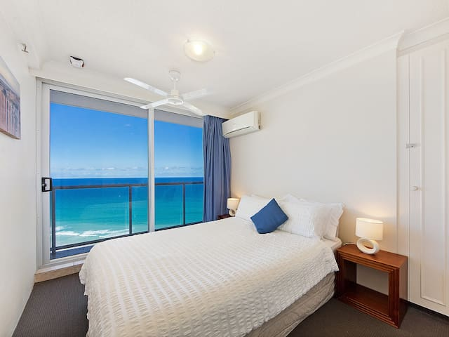 Second bedroom, wake up to the waves!
