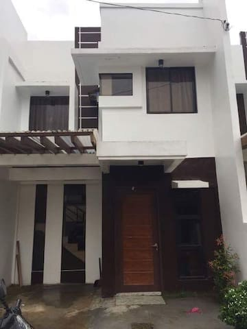 New Modern 2 BR Townhouse for Rent - Bayugan - Rumah