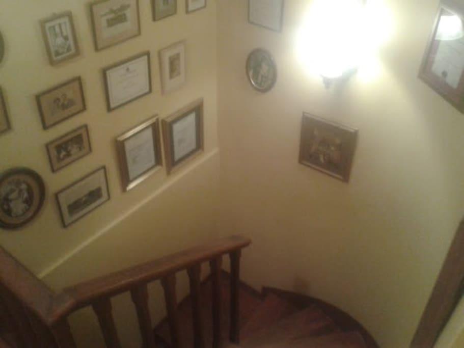 Escalera interna (departamento de 2 pisos)