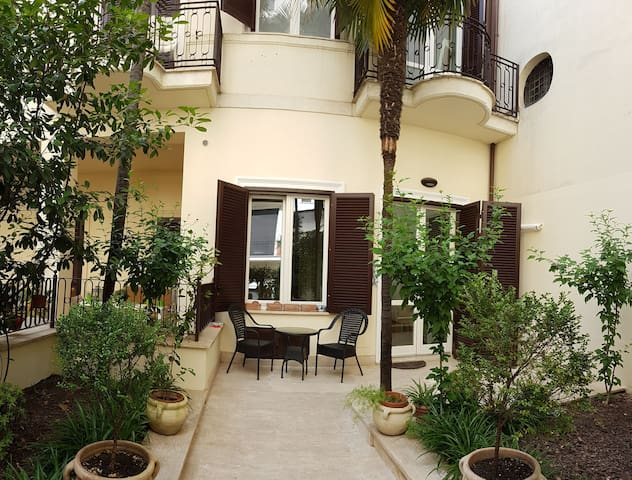 Martine- Private house with garden in city centre