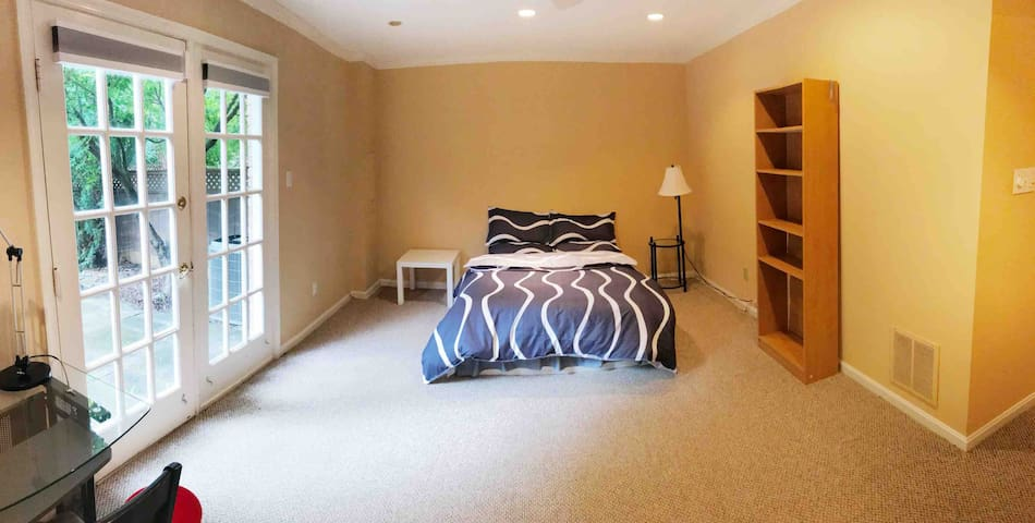 Spacious Guest Suite at Mclean downtown near DC