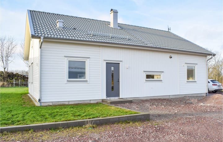 Stunning home in Köpingsvik with WiFi and 4 Bedrooms