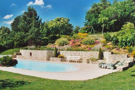 Maison de charme dans la campagne ardéchoise - Charmes-sur-Rhône - 独立屋