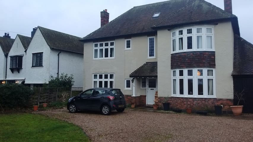 Family home in historic village - Repton - House