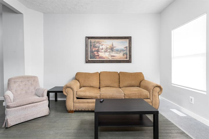 Remodeled 3bd/2ba Downtown Home
