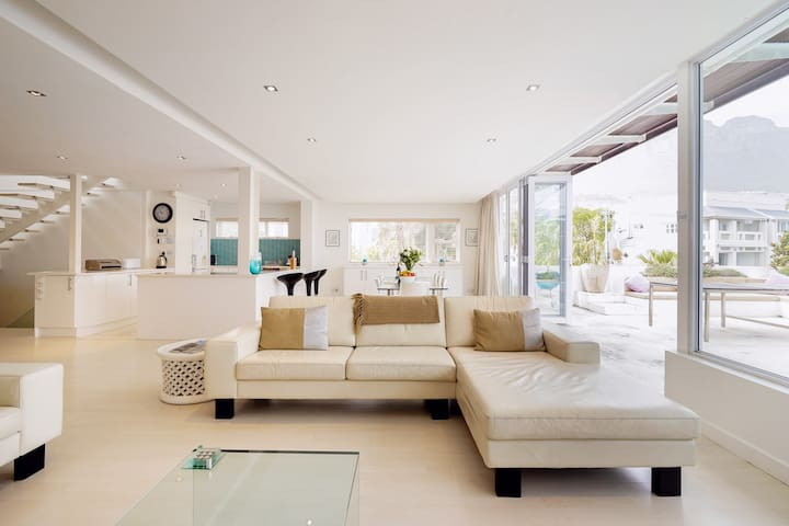 Casa Bianca Luxury Villa Close to Camps Bay Beach