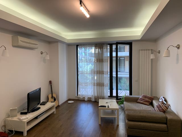 Beautiful Modern Apartment Minutes From Herastrau