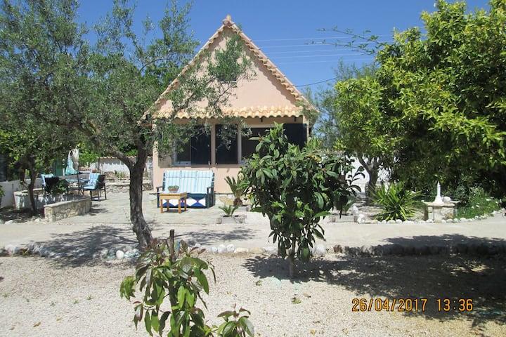 Geräumiges Chalet auf einem 4000 m² großen Grundstück  in Strandnähe in Messinia