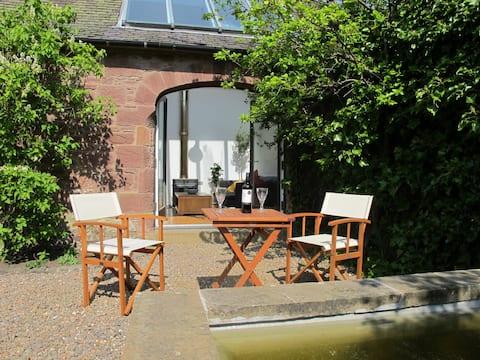 Romantic Cosy Garden Getaway near Edinburgh