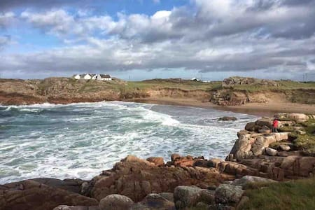 CRUIT ISLAND (complete house, message b4 booking)