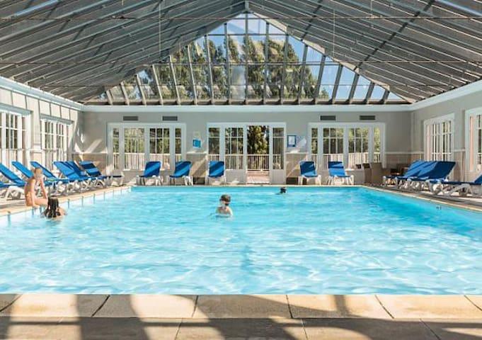 Appartement avec piscine chauffée, wifi, parking