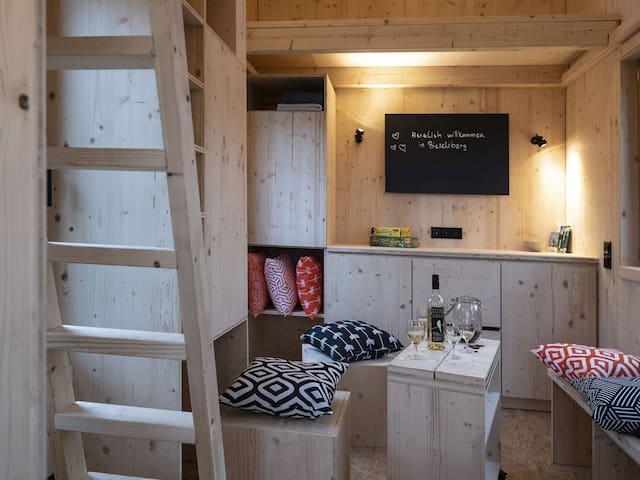 Die Dorfscheune, (Schömberg-Bieselsberg), Holzhäuschen-1, 22 qm , 1 Wohn-/Schlafzimmer, Badezimmer mit Dusche und WC, max. 4 Personen