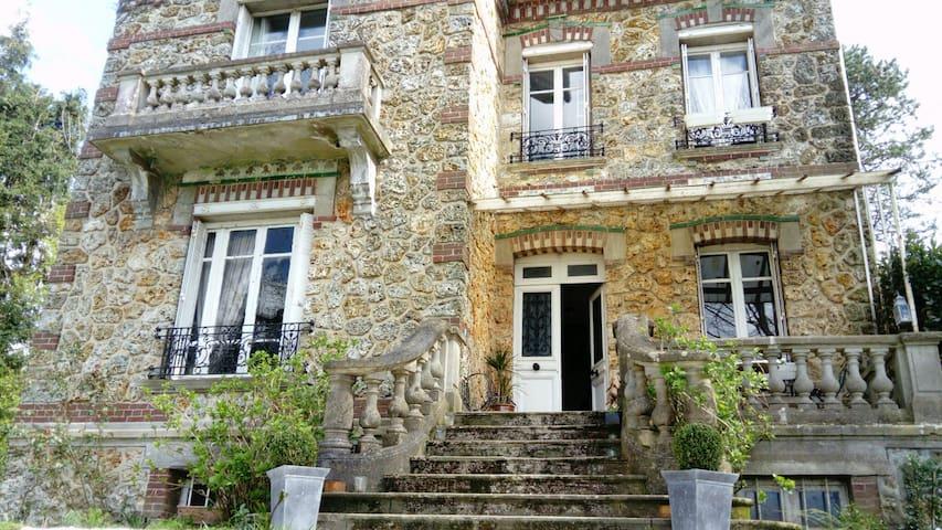 Deux chambres, lits doubles dans maison de charme - Saint-Ouen-du-Breuil - Huis