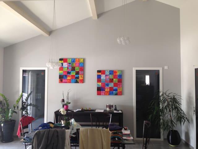 1 chambre dans villa moderne - Grézieux-le-Fromental - Dům