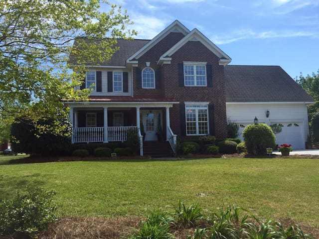 Fabulous 4 Bedroom/3.5 Bath Home - Effingham