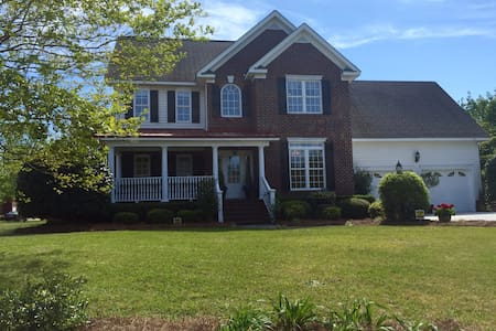 Fabulous 4 Bedroom/3.5 Bath Home - Effingham - 獨棟