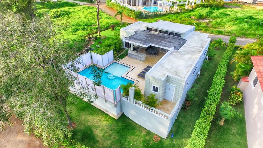 Stunning 3 Bedroom Villa with Pool